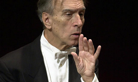 Claudio-Abbado-appears-to-007