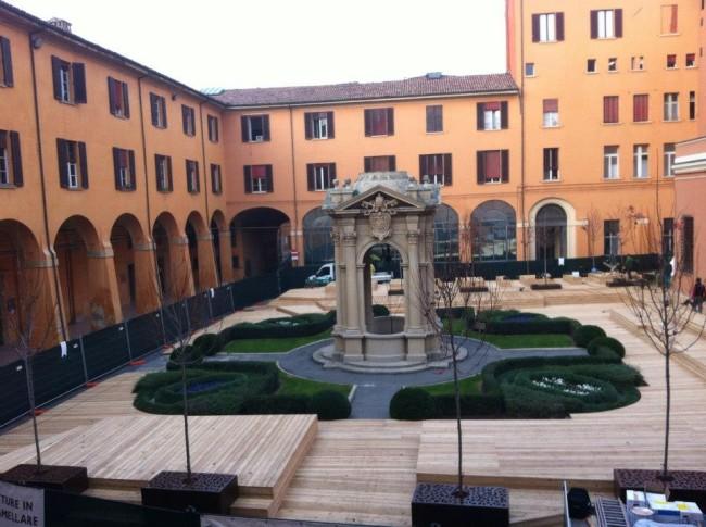 Cortile del pozzo di palazzo comunale la ruggine e bella for Ruggine bologna